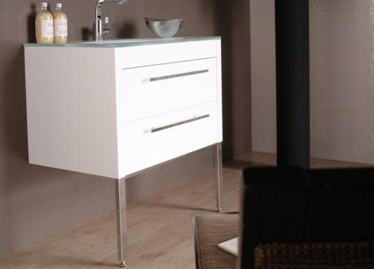 Nábytek Pol v černém nebo bílém laku <a href='http://www.loskachlos.cz/shop/goods/355/'>Pol</a>