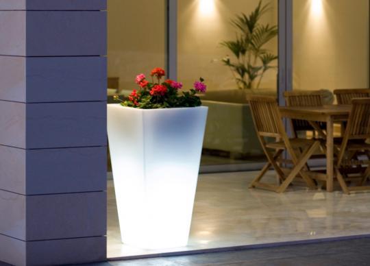 Štíhlý svítící květináč Cuadro Alto