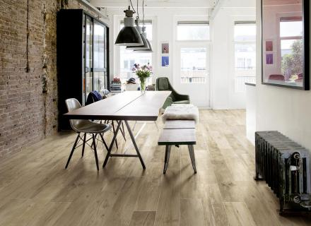 Neodolatelná imitace dřevěné podlahy <a href='http://www.loskachlos.cz/shop/file/1822/'>Woodmania</a>
